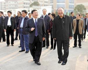 中共重慶市委副書記菊色宮〓、市長黃奇帆到校視察