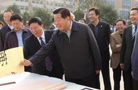 原中共中央政治局常委、全國政協主席賈慶林對學生作品非常滿意